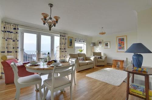Last Minute Cottages - Tasteful Saltdean Apartment S77581