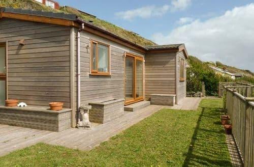 Last Minute Cottages - Wonderful Millbrook Lodge S77855