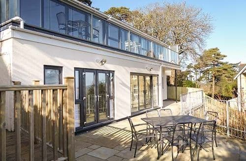 Last Minute Cottages - Stunning Luccombe Apartment S78692