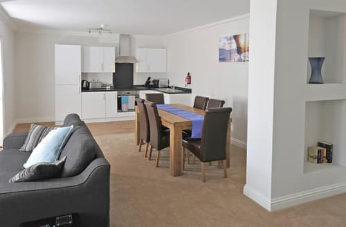 Last Minute Cottages - Lovely Weymouth Apartment S34880