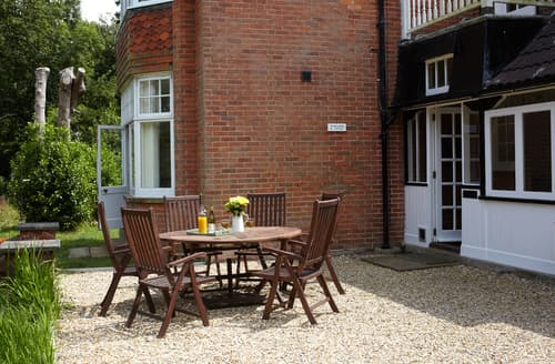 Last Minute Cottages - Excellent Bouldnor Cottage S37264