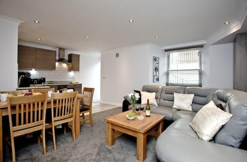 Last Minute Cottages - Luxury Torquay Apartment S50154