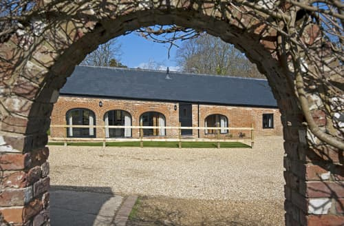 Last Minute Cottages - Luxury Wootton Bridge Cottage S57425