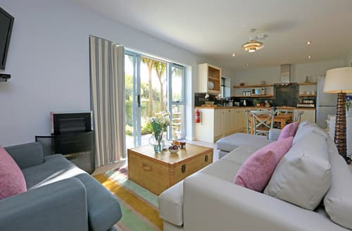 Big Cottages - Adorable Mawgan Porth Lodge S59985