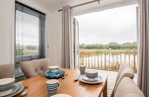Last Minute Cottages - Luxury Tydd St. Giles Lodge S72402