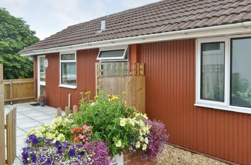 Last Minute Cottages - Tasteful Mere Cottage S13733