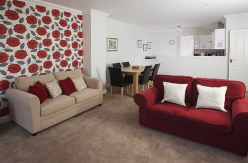 Last Minute Cottages - Inviting Weymouth Apartment S76110