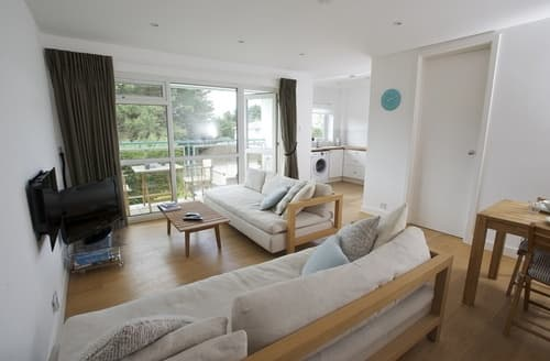 Last Minute Cottages - Excellent Poole Apartment S76130