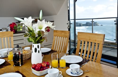 Last Minute Cottages - Lovely St. Levan Apartment S76160