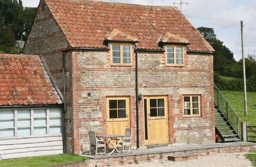 Last Minute Cottages - Wonderful Westbury Cottage S13765