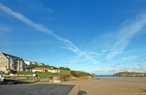Last Minute Cottages - Beautiful Porth Apartment S76275