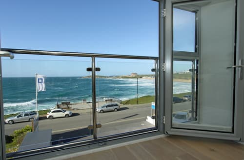Last Minute Cottages - Delightful Newquay Apartment S76333