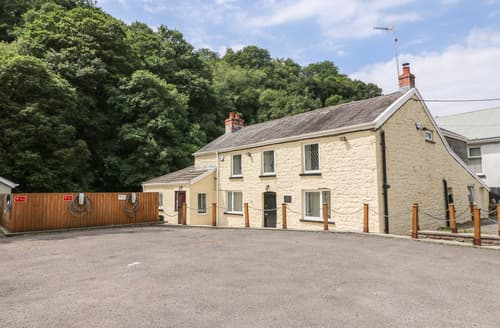 Last Minute Cottages - Old Tredegar Arms