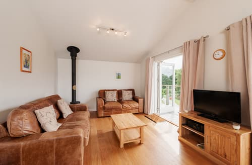 Last Minute Cottages - Cosy Cornwall Lodge S76550