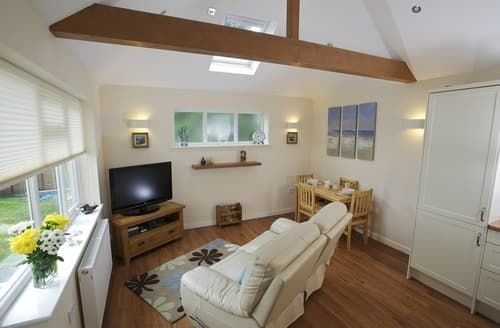 Last Minute Cottages - Delightful Poole Apartment S76554