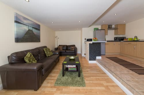 Last Minute Cottages - Gorgeous Wroxall Lodge S76801