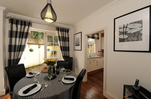 Last Minute Cottages - Charming Wells Cottage S76817