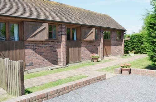 Last Minute Cottages - RACING STABLES