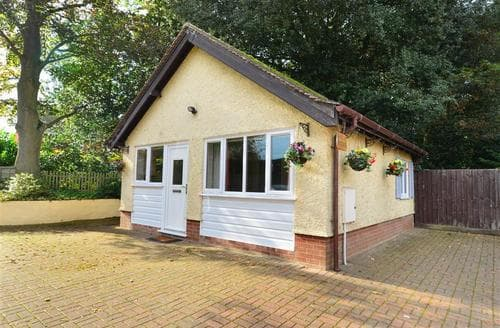 Last Minute Cottages - Wonderful Hoveton St John Rental S11729