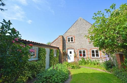 Last Minute Cottages - Superb Weybourne Rental S12054