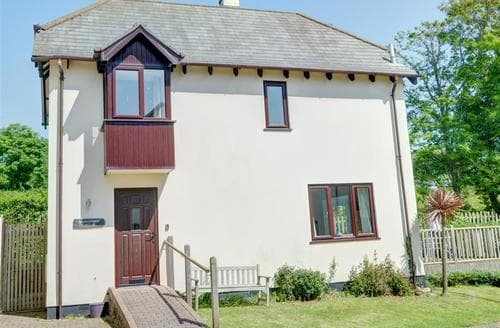 Last Minute Cottages - Beachcomber Cottage