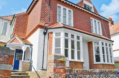 Last Minute Cottages - Wonderful Eastbourne Apartment S13948