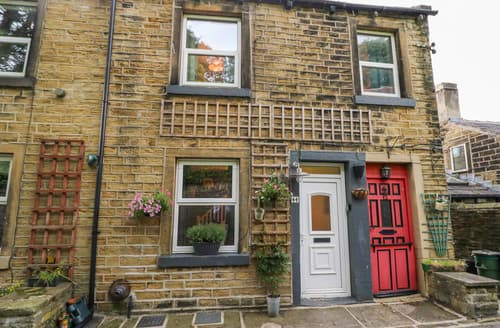 Last Minute Cottages - Hillside Hideaway