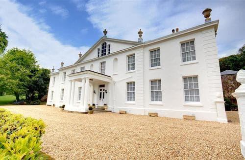 Last Minute Cottages - Stunning Barnstaple Apartment S12257