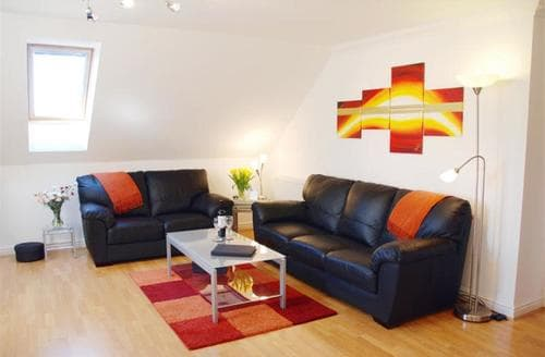 Last Minute Cottages - Cosy Carlyon Bay Apartment S42719