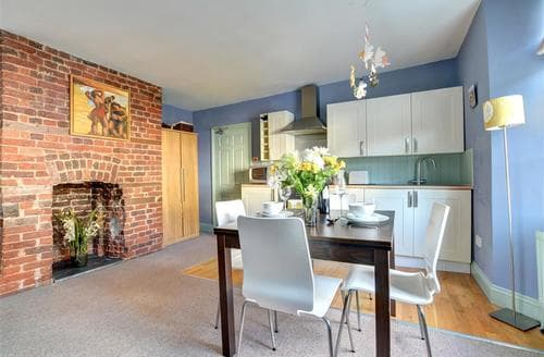 Last Minute Cottages - Stunning Fowey Apartment S44309