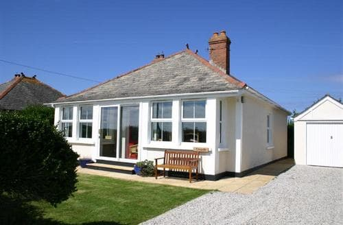 Last Minute Cottages - Wonderful Treyarnon Bay Cottage S43043
