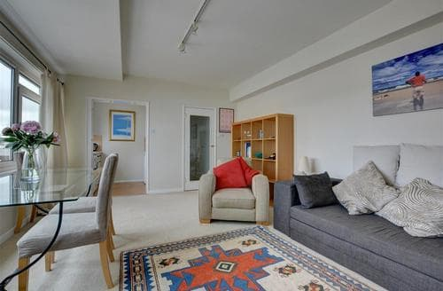 Last Minute Cottages - Tasteful Brighton Apartment S12655