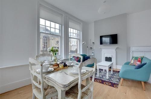 Last Minute Cottages - Wonderful Hove Apartment S77405