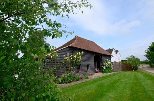 Last Minute Cottages - The Hop Barn