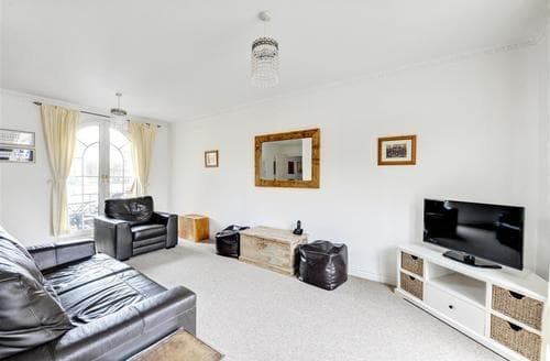 Last Minute Cottages - Wonderful Brighton Marina Village Apartment S12677