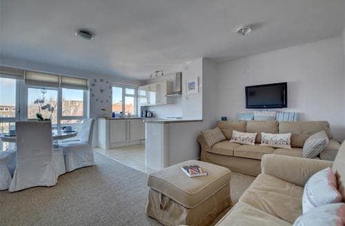 Last Minute Cottages - Captivating Hove Apartment S45132