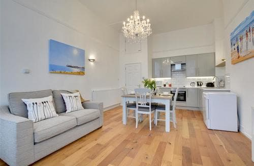 Last Minute Cottages - Superb Hove Apartment S77894