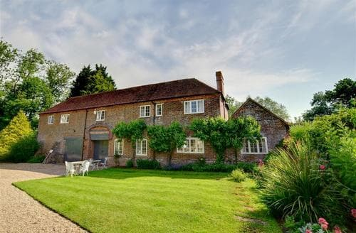 Last Minute Cottages - Romden Coach House
