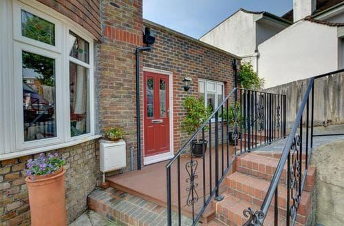 Last Minute Cottages - Attractive Hove Rental S12652