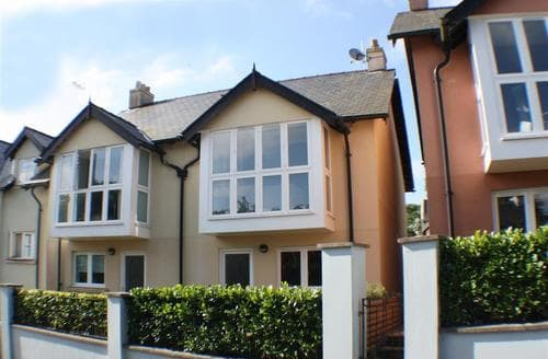 Last Minute Cottages - Delightful Saundersfoot Apartment S43800