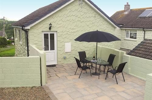 Last Minute Cottages - Tasteful Wisemans Bridge Apartment S43765