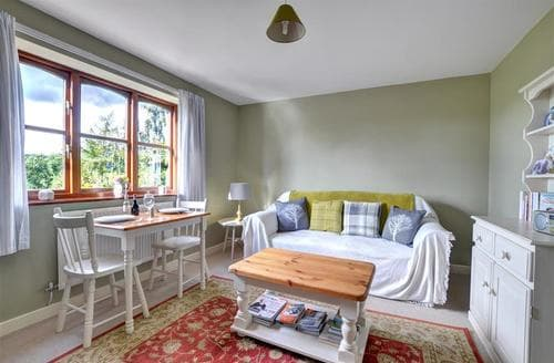 Last Minute Cottages - Wonderful Welshpool Apartment S11241