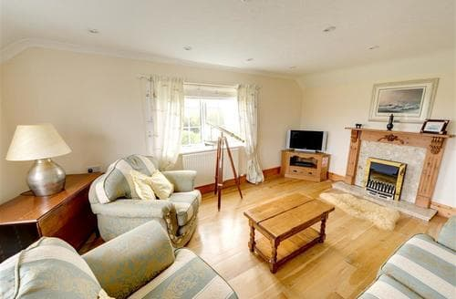 Last Minute Cottages - Inviting Lligwy Rental S11411
