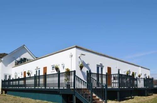 Big Cottages - Delightful Freshwater Cottage S14247