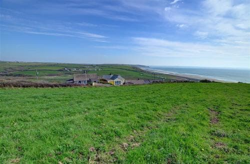 Last Minute Cottages - Attractive Newgale Apartment S11444