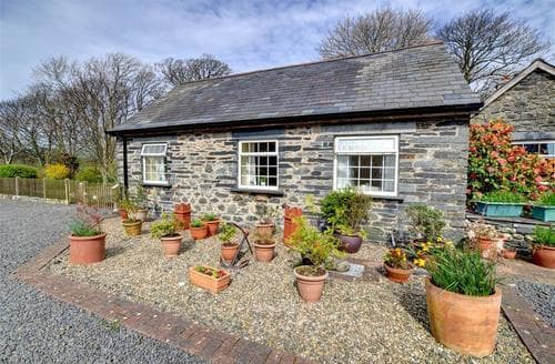 Last Minute Cottages - Tyn-yr-Eithin