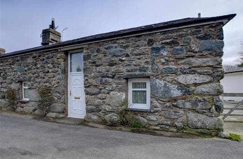 Last Minute Cottages - 3 Tyn Llan