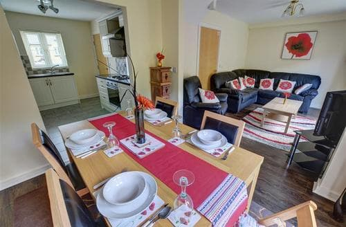 Dog Friendly Cottages - Cosy Swansea Rental S11352