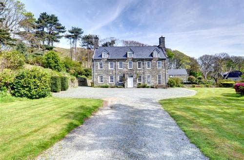 Last Minute Cottages - Llanfendigaid