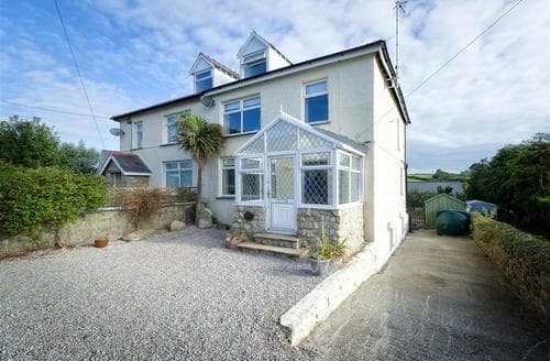 Last Minute Cottages - Gwelfryn House & Garden Flat